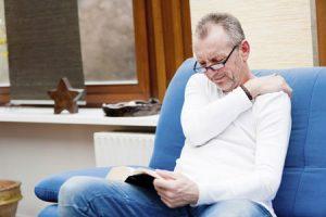 Cách điều trị đau lưng do thoái hoá ở người cao tuổi
