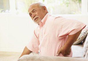 Cùng tìm hiểu bệnh đau lưng ở người lớn tuổi