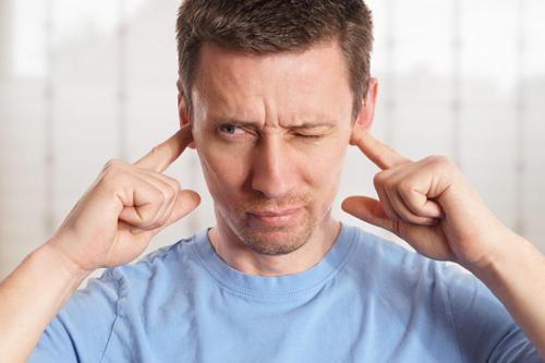 Nguyên nhân nào gây ù tai?