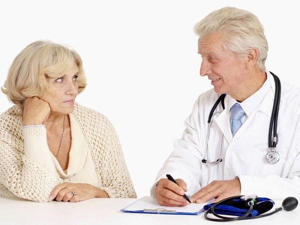 Có rất nhiều nguyên nhân dẫn đến bệnh táo bón ở người cao tuổi