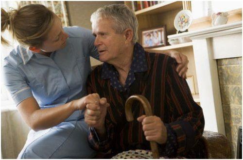 Chăm sóc cha mẹ già là bổn phận của những đứa con