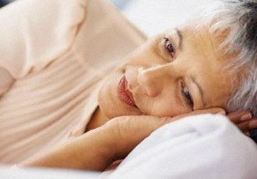 Có nhiều nguyên nhân gây ra bệnh mất ngủ cho người cao tuổi