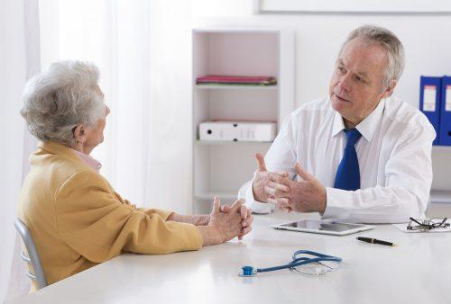 Phương pháp điều trị bệnh run tay sẽ được các chuyên gia cập nhật cụ thể