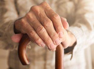 Mắc bệnh run tay thì uống thuốc gì hiệu quả nhất?