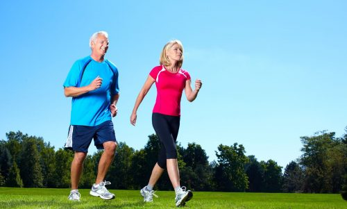 Người cao tuổi nên tập thể dục nhẹ nhàng để nâng cao sức khỏe tuổi thọ