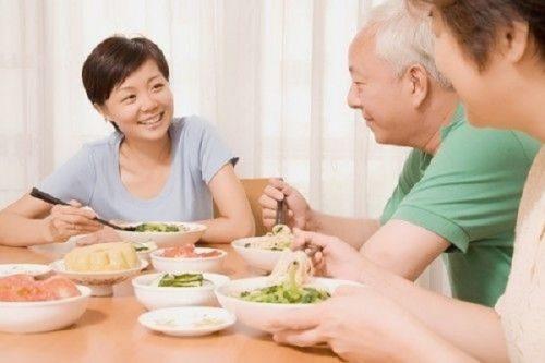 Những điều cần lưu ý trong việc ăn uống của người cao tuổi