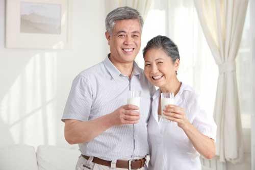 Cách chọn sữa dành cho người cao tuổi