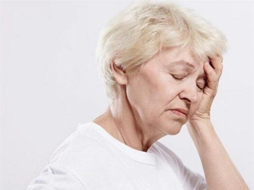 Tìm hiểu chứng đau đầu ở người cao tuổi
