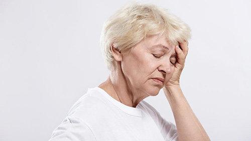 Bệnh đau đầu ở người già do nguyên nhân nào?