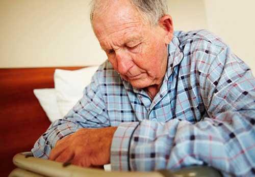 Cách chăm sóc người già bị bệnh đau đầu hiệu quả