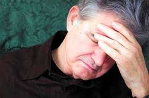 Nguyên nhân nào gây ra bệnh đau đầu ở người cao tuổi?