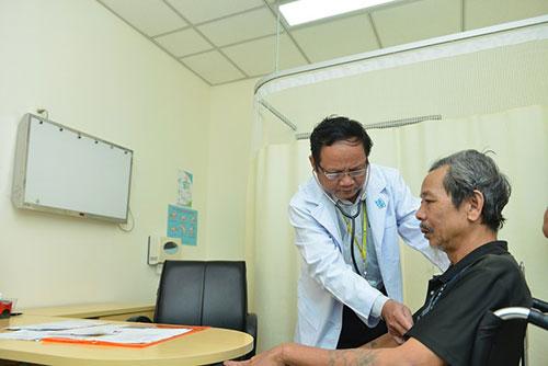 Biến chứng viêm phổi ở người già biểu hiện như thế nào?