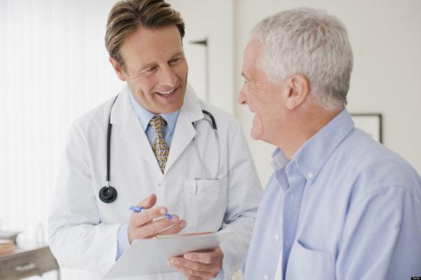 Những lưu ý sống còn cho người cao tuổi mắc cao huyết áp vào mùa lạnh