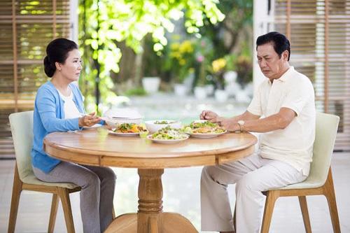 Nguyên nhân khiến người cao tuổi ăn không ngon là gì?