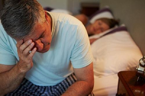 Vì sao người cao tuổi thường bị chứng tiểu đêm?