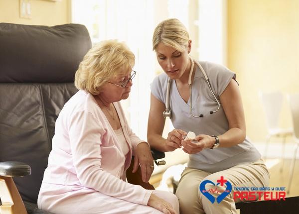 Hướng dẫn cách lựa chọn thuốc bổ mắt cho người già