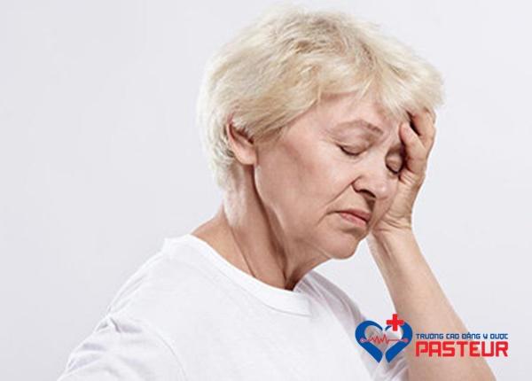 Cách điều trị một số cơn đau thường gặp ở người lớn tuổi