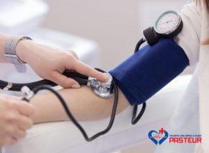 Tụt huyết áp đột ngột: nguyên nhân và cách xử trí