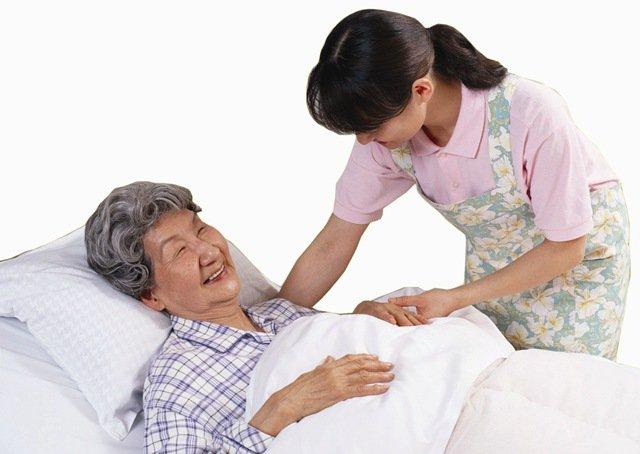 Hướng dẫn chăm sóc người già nằm một chỗ