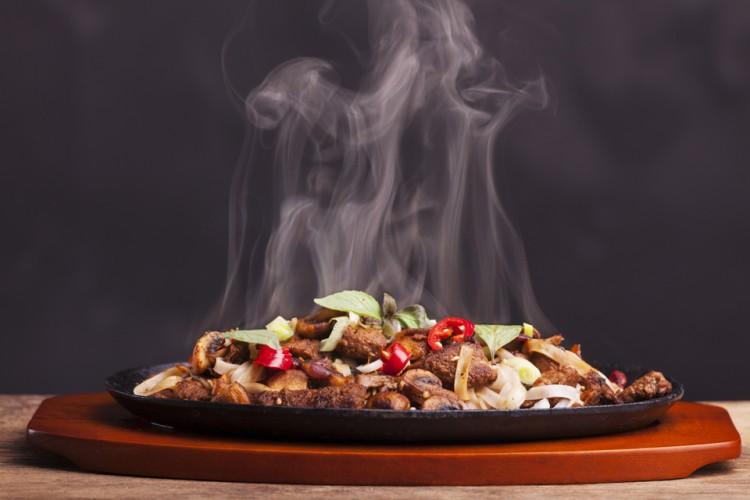 Thức ăn nóng giúp kích thích vị giác, tăng cảm giác ấm áp